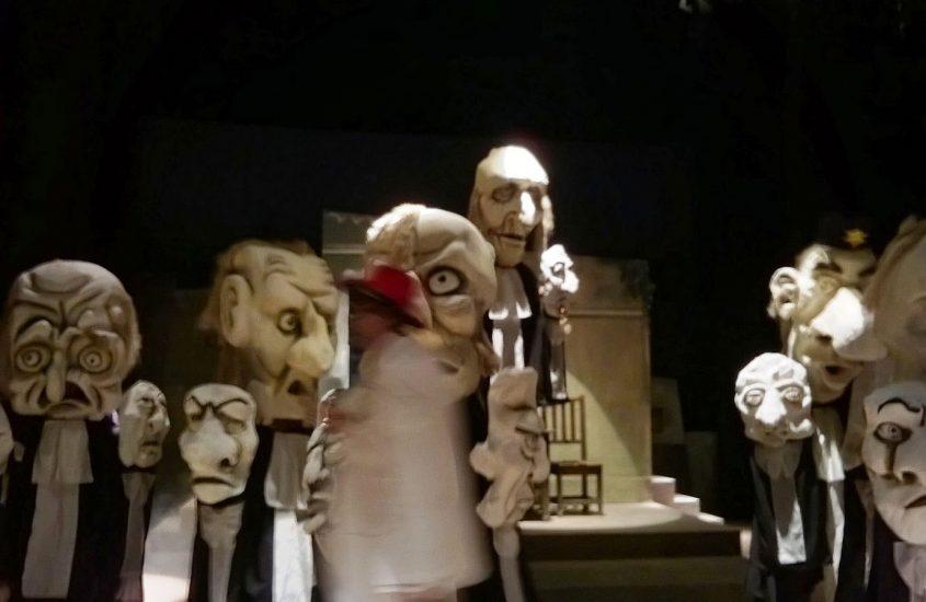 Teatrul Masca: Piesa aia cu racheţi moldoveni