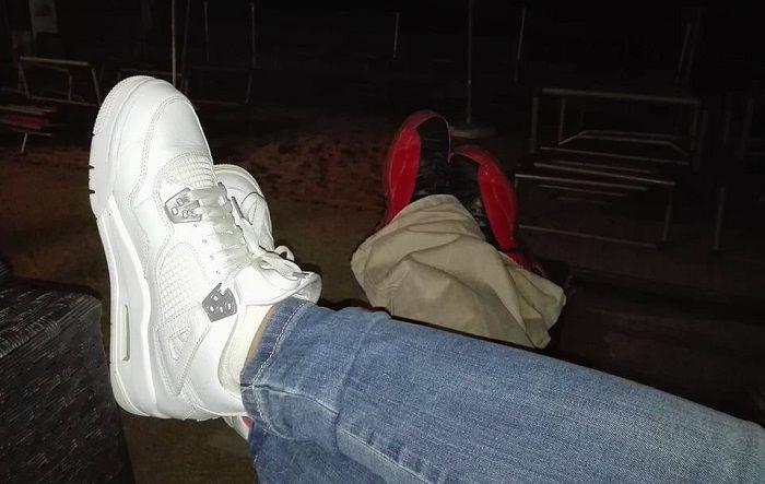 noi doi picioare la mare