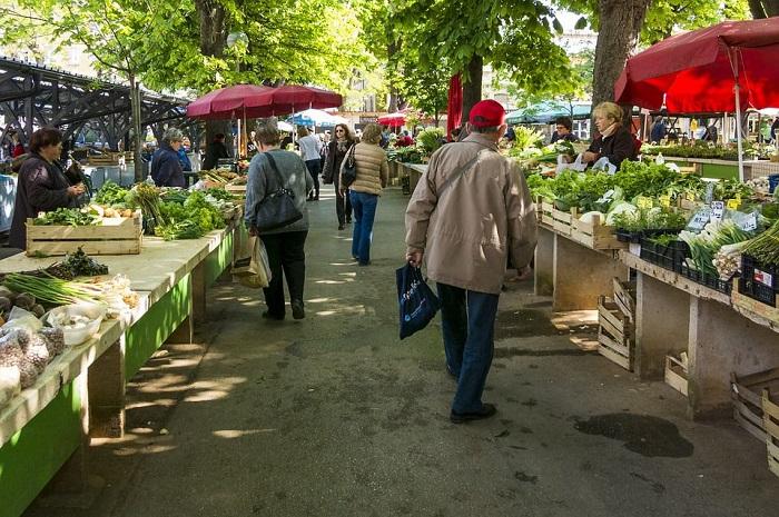 De ce e piaţa de legume mai bună decât internetul