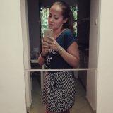 femeie in rochie